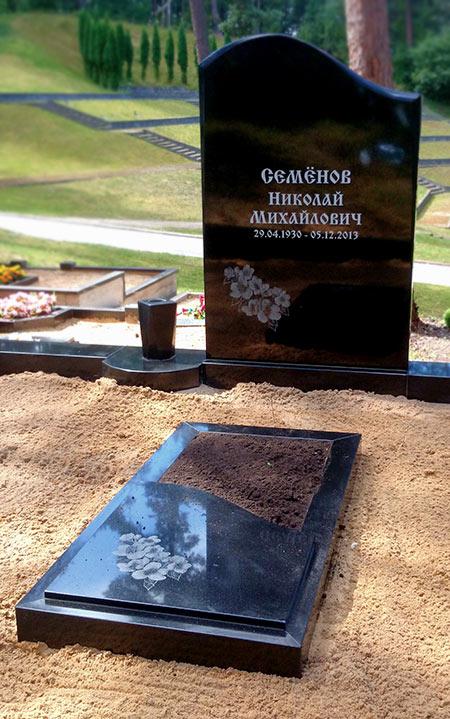 Pulētas formas kapu piemineklis