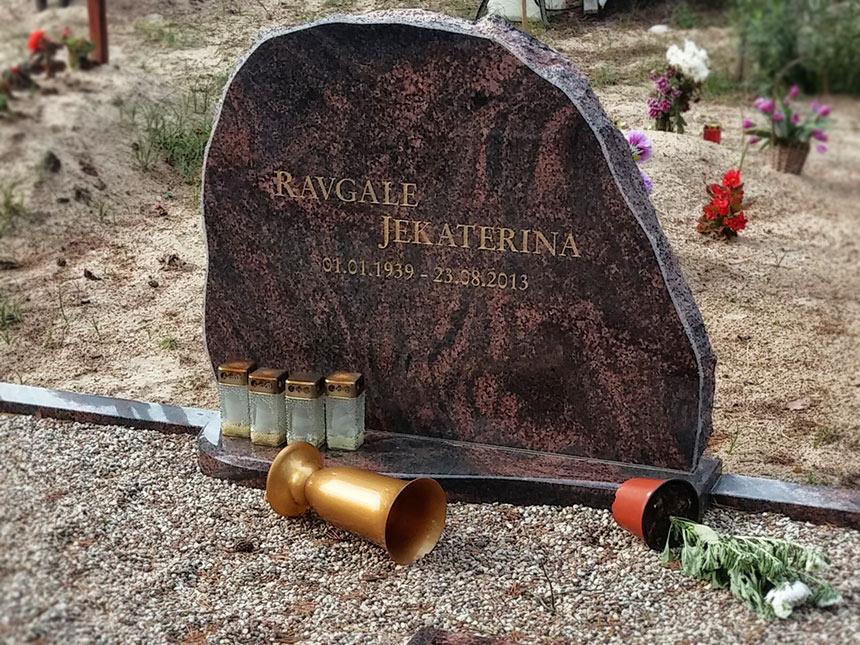 Kalts pieminekļis no Zviedrijas granīta AURORA